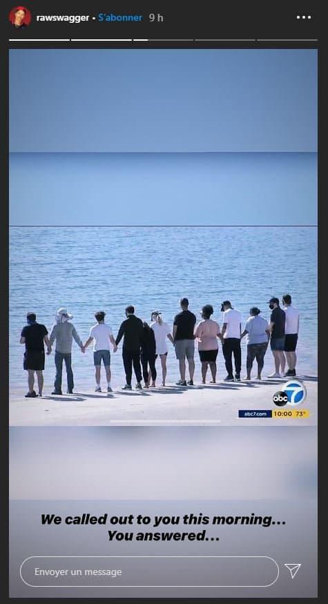 Des acteurs amis de l'actrice Naya Rivera, au bord du lac Piru, où la jeune femme s'est noyée le 8 juillet dernier.