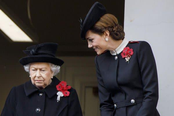 Kate Middleton et la reine Elizabeth le 11 novembre 2018, lors des commémorations de la Première Guerre mondiale.