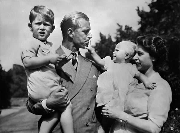 Philip et Elizabeth avec Charles et Anne, en 1950.